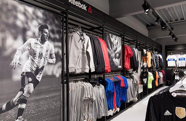 Outletcity Metzingen أوتليت في ألمانيا تخفيضات تصل إلى 70 المركز التجاري Adidas أديداس