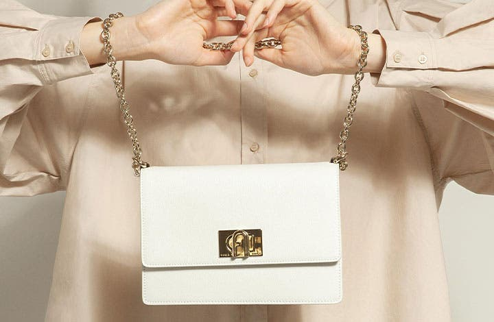 210125-furla-insight-brand-teaser-outlet-720x470px-02.jpg